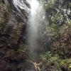 Vodopád na ostrove Praslin a ja pod ním