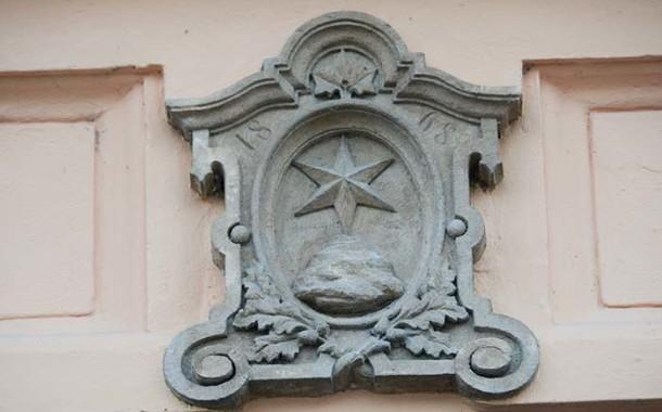 Šesticípá šternberská hvězda na budově městské radnice
